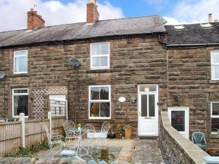 4 ECCLESBOURNE COTTAGES, family and pet-friendly, walks and cycle routes nearby, in Wirksworth, Ref 25544