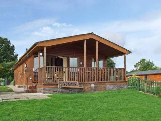 EAGLE RISE LODGE, WiFi, dishwasher, lovely rural views, en-suite facilities, detached lodge near Kinlet, Ref. 30086, Cleobury Mortimer