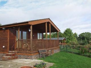 EAGLE RISE LODGE, WiFi, dishwasher, lovely rural views, en-suite facilities, det