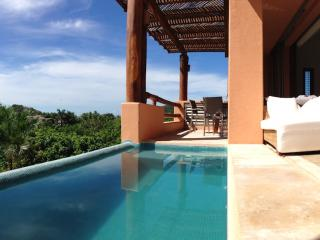 Luxury condo in Punta Ixtapa  4-12 pers, w/ car