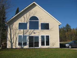 Beautiful Cottage on Lake Bernard, Sundridge
