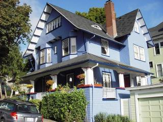 Perfect Location Apt in Victorian Home on NW 23rd, Portland