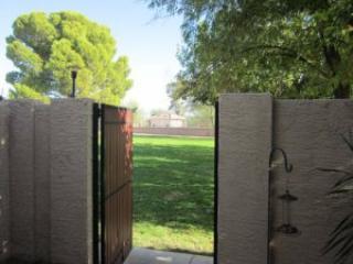 Portão do pátio com vista para campo de golfe de Greenbelt