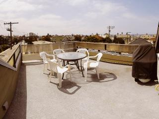 Beach Guest House, 3 bedrooms, private roof top deck.., Los Angeles