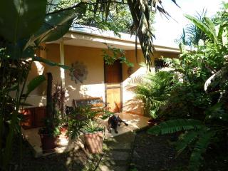 Cozy Manuel Antonio Cottage Private, Comfortable ,  Easy Access, Parking, Pura Vida