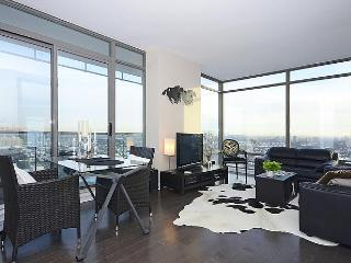 Luxe Yorkville Condo 2 Bdrm at Yonge & Bloor St
