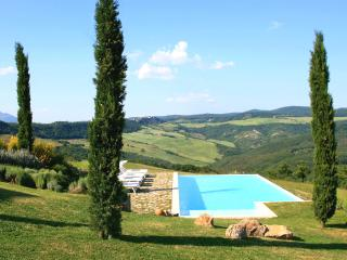 Luxurious hilltop villa between Tuscany & Umbria