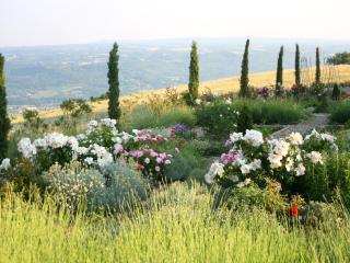 Luxurious hilltop villa between Tuscany & Umbria