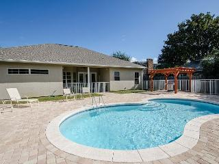 BEACH RETREAT, PRIVATE POOL,BEACH ACCESS,NEW FURNISHINGS!, RELAX!!!!