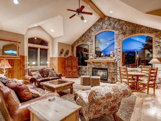 Moosehead Lodge - Great view, hot tub, foosball, Breckenridge