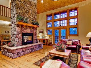 Mountain Lodge at Snowshoe -Private hot tub!, Breckenridge