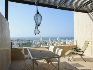 Basel Tower - 3 Bedroom & Sea-View Balcony Apartment, Tel Aviv