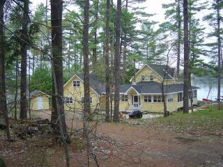 'Mellow Yellow' - 5 Bedroom Luxury Muskoka Cottage