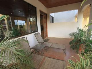 Great 3 Bedroom Penthouse Condo! Shared pool, lots of space LBV9, Tamarindo