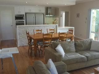 Ocean Keys Cottage - Fully Furnished With WiFi Int