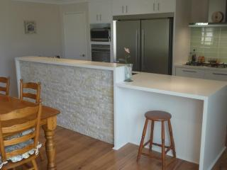 Kitchen and dining with feature quartz cladding