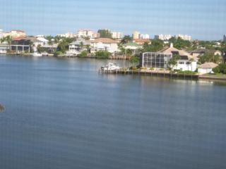 Exquisite Naples Condo-Steps to the Beach