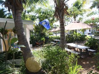 Duplex with 2 Efficiencies located 50 yards from ocean $750 -$875/week, Unit 10, Grassy Key