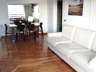 2 Bathrooms, Huge balcony & Great location! (9A), Buenos Aires