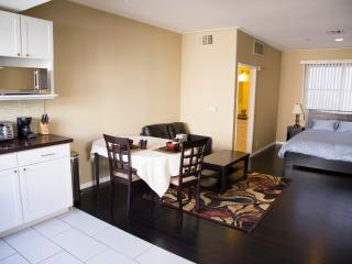328f Luxury Suite Near UCLA Restaurants shops Grocery buses on Westwood Blvd.