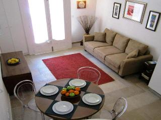 Luxurious & Romantic Townhouse Twenty for an Unforgettable Holiday ., Haz-Zebbug