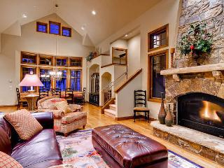 Peak 8 Estate - Ski access, shuttle, pool table, Breckenridge