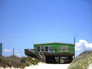 Margarita Cottage ON THE BEACH!  Pet friendly!  Sleeps 10, Port Aransas