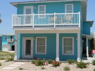 Sea La Vie, New 4 bedroom, 3.5 bath, 2 master suites, sleeps 12, Port Aransas
