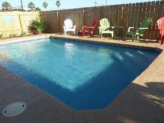 El Capitan BRAND NEW rental, PRIVATE POOL and PET FRIENDLY! 4/4 Sleeps 14!!!, Port Aransas