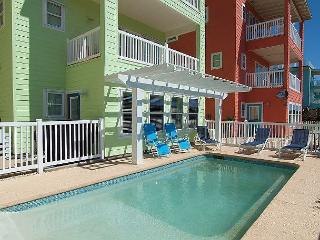Cowabungalow: home with PRIVATE POOL! Gated Community, Blocks to Beach, Port Aransas