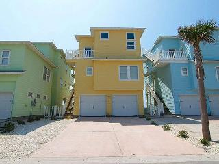 Mac and Jacs: 4 bedrooms, 3.5 bath, gulf views! Community Pool, Dogs 20lbs, Port Aransas