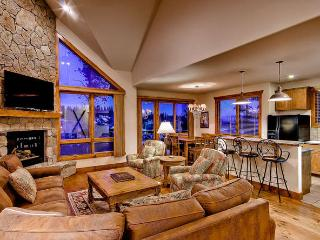 Retreat at Saddlewood - ski in/out, hot tub, Breckenridge
