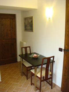 Cardellino apartment dining area