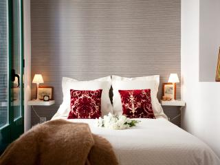 FANTASTIC  central & ELEGANT  SOL Velazquez Suite, Madrid
