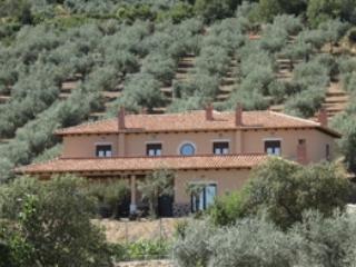 Casa Rural con encanto, todas las comodidades, tranquila, vistas espectaculares, piscina y buena comida., Garbayuela