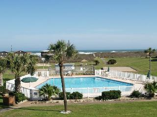 Affordable efficiency condo complete with a pool and beach access!, Port Aransas