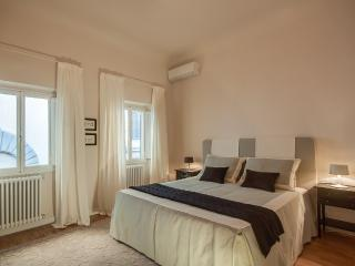 Bright and Comfy 2 Bedroom Apartment in Florence