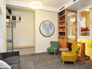 Jerusalem Center Boutique Apartment with Garden, Jerusalén