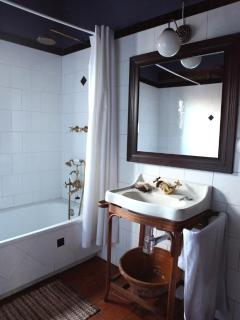 bathroom - bedrooms 1 &2