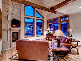 Retreat at Union Creek I - Ski in/out, hot tub, Copper Mountain