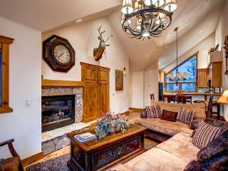 Saddlewood Ski Chalet- Ski in/out, hot tub, Breckenridge