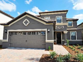 Luxury 5 bed 4.5 bath pool home minutes to Disney