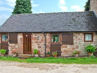 WREN COTTAGE, character cottage, garden, country setting, Rudyard Ref 25747