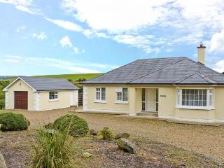 BERTHA'S HOUSE, detached, open fire, enclosed garden, parking, near Camolin and