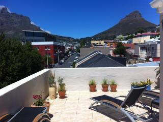 Sunbathing on the roof terrace with view of Table Mountain and Lion's head