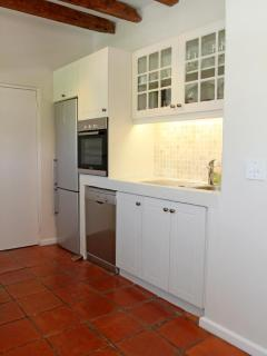 fully equipped kitchen one side