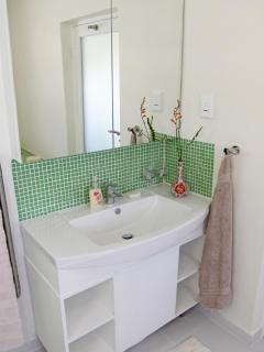 En suite bathroom for main bedroom