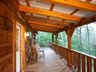 "Tellico Cabins ""Angler"" Log Cabin With Hot Tub"