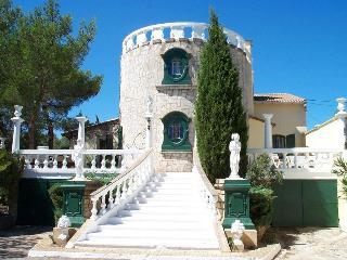 Villa Romantique-private pool, garden and parking, Aix-en-Provence