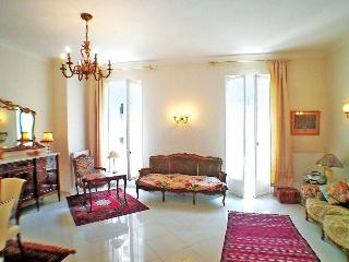 Nice - central, spacious, elegant, gracious, 2bdm
